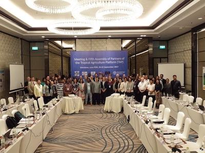 Les participants à la 3ème réunion de la plate-forme agronomie tropicale à Vintiane au Laos